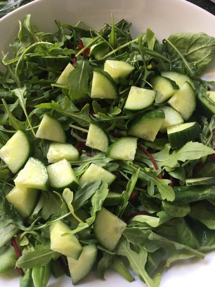 de basis van de salade met gegrilde groente